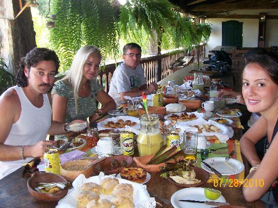 Fazenda Babilônia: turistas tomando café Sertanejo