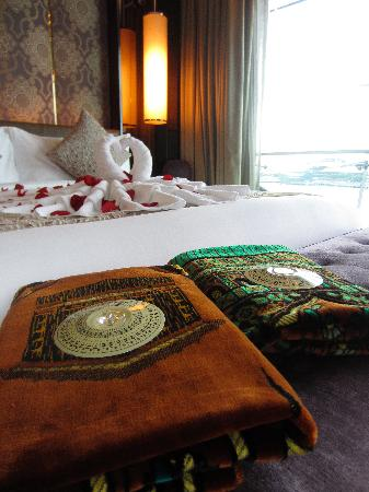 The Fullerton Bay Hotel Singapore: prayer mats all laid out