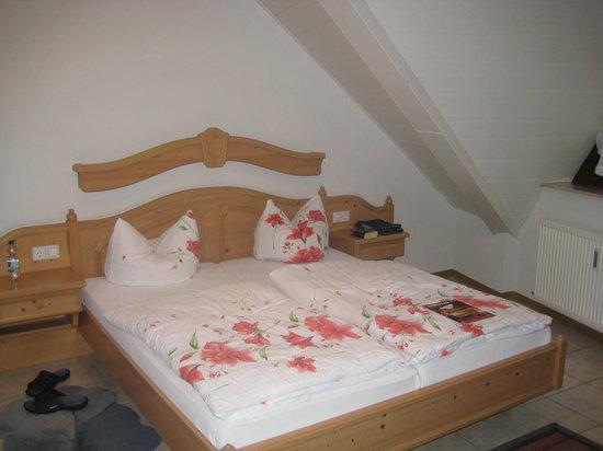 """Hotel Eckschanke : """"alte Möbel"""" lt. Vormieter"""