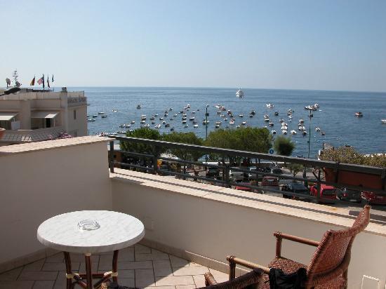 Punta Campanella Resort & Spa: vista dal balcone