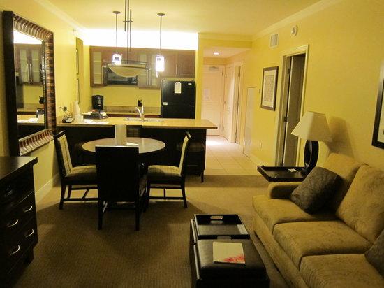 The Westin Kaanapali Ocean Resort Villas: Kitchen/Living/Dining room