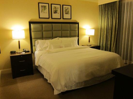 The Westin Kaanapali Ocean Resort Villas : Large King-sized bed