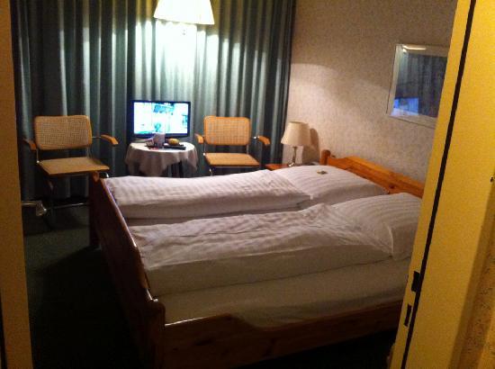 Hamburg Motel: Bedroom