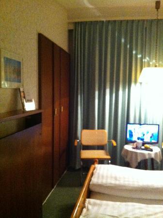 Hamburg Motel: Bedroom II