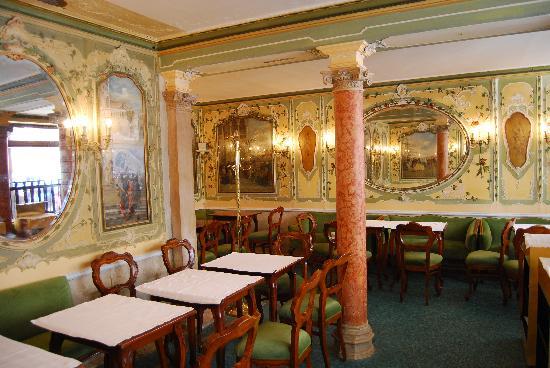 Restaurant A Venise Place St Marc