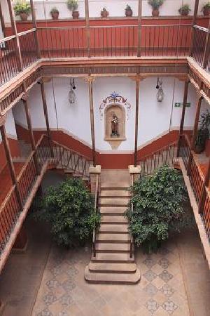 Parador Santa Maria la Real: patio rosso