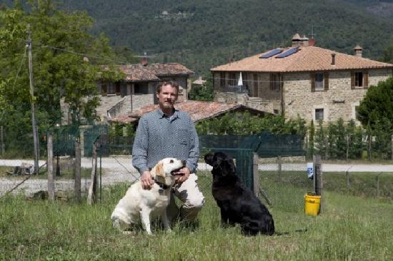Agriturismo Il Cucciolo: Working in the Dog Garden