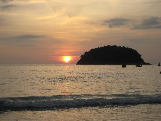 Kata Beach Center Hotel: Sonnenuntergang am Kata Beach