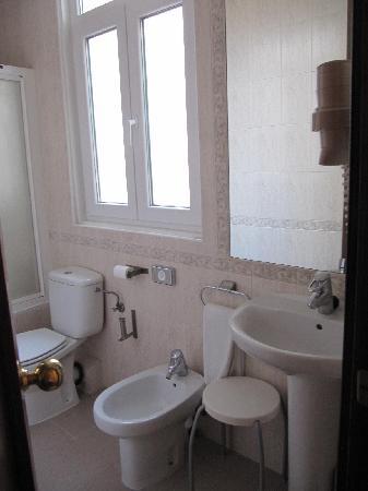 BEST WESTERN Carlos V: Bathroom in Room 416
