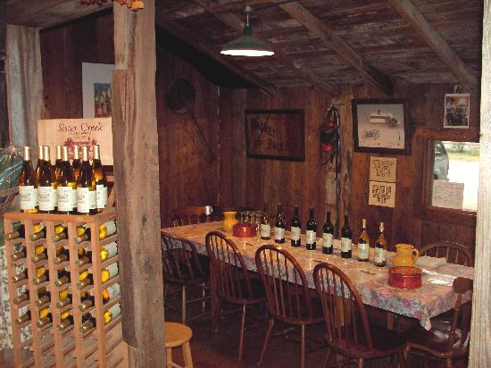 Sister Creek Vineyards: Lean-to wine tasting room