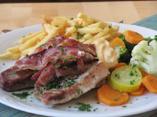 Amtshof der Grafen zu Castell: meat: porc chops, steak and bacon
