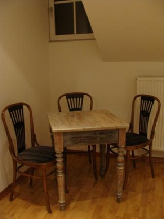 Fachbach, Alemania: ベッドルームの机と椅子