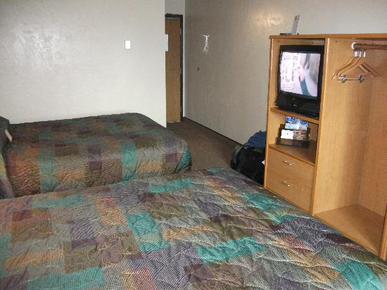 Super 8 Fairbanks: room view 2