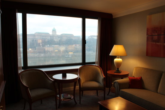 Budapest Marriott Hotel: inside the room and view from the window