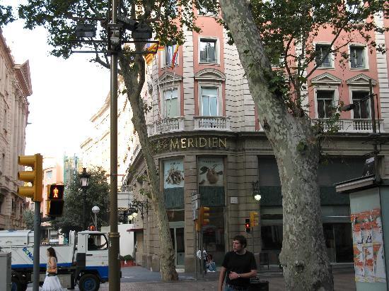 Las ramblas corner picture of le meridien barcelona for Las ramblas hotel barcelona