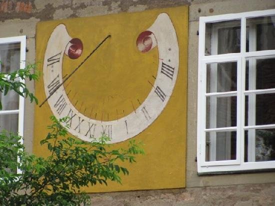 Castell Chateau: sundial