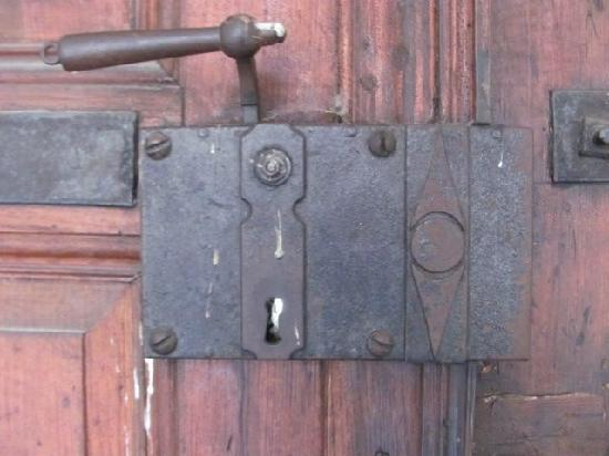 Castell Chateau: old lock and doorhandle