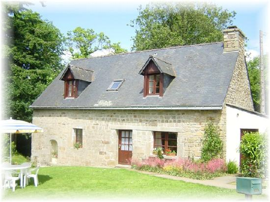 Langoelan, France : Kerhotten farmhouse sleeps 6+ with 3 bedrooms