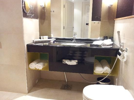 Fabian Hotel: Bathroom pic 1