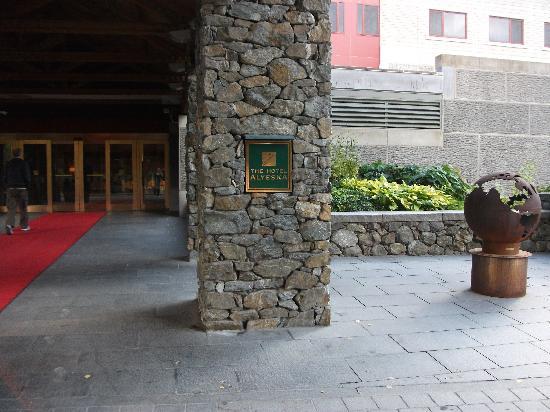 Hotel Alyeska: entrance