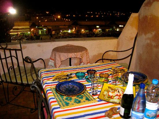 Riad Felloussia: Nuestra cena en la terraza (Our Dinner on the terrace)