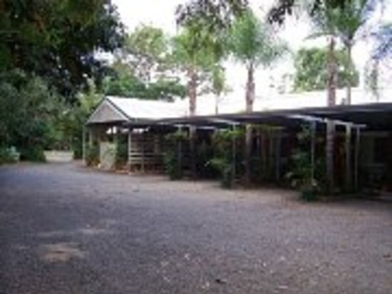 Beerwah Motor Lodge: off street parking