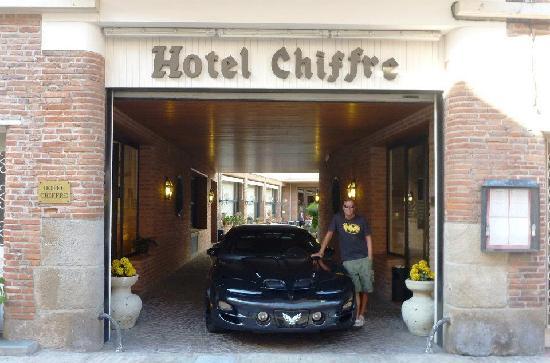 Hotel Chiffre: Hotel entrance
