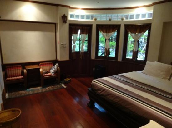 Santitham Guest House: Villa bedroom area
