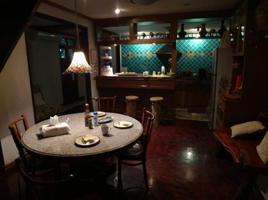 Santitham Guest House: Kitchen and breakfast area