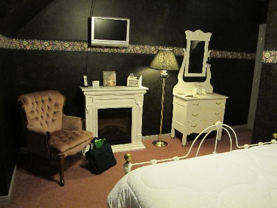 The Maple Inn: Black Velvet room