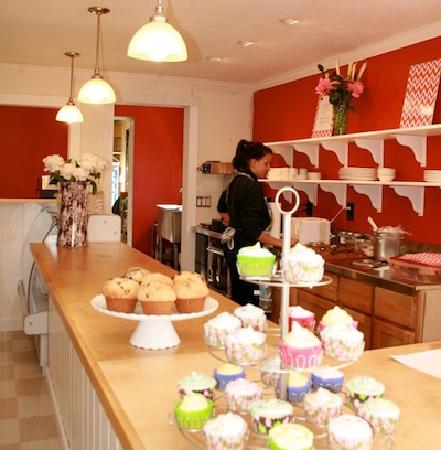 Grahamsville, État de New York : Our in-house bakery turns out delectable pies, cupcakes and confections.