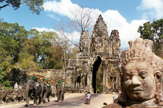 Cambodia Tourist Guide Association - Private Day Tours : Angkor Wat Gate