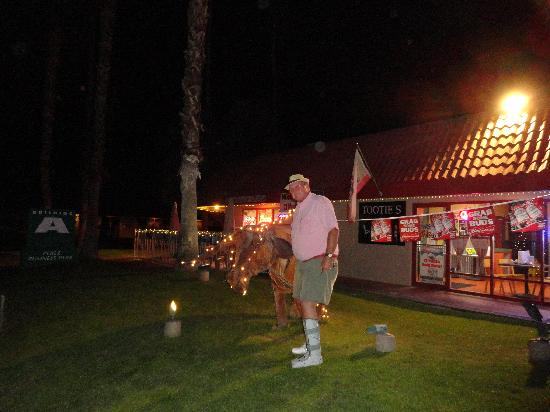 tooties texas barbeque bbq : outside of Tooties