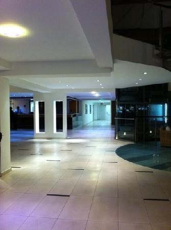Queen of Montenegro : hotel lobby