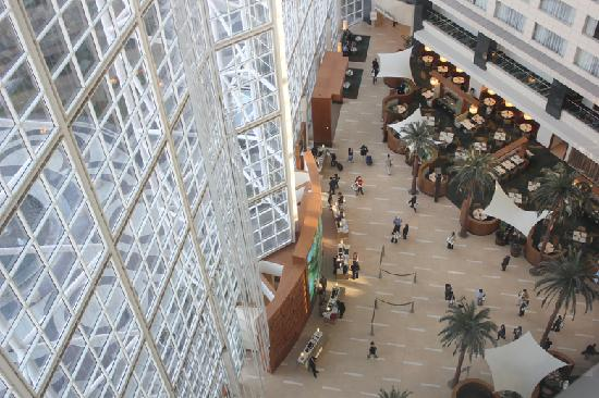 Hyatt Regency Orange County: Overlooking the lobby