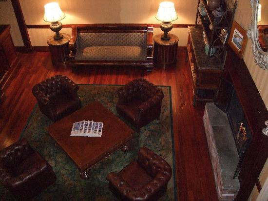 Kelley House: Lobby with fireplace.