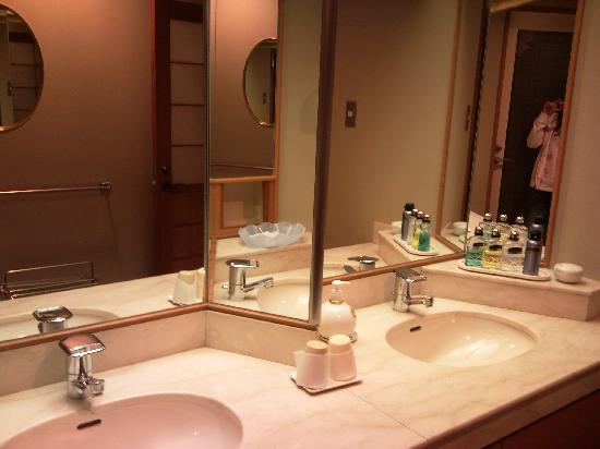 Hotel Koyo: きれいな洗面台