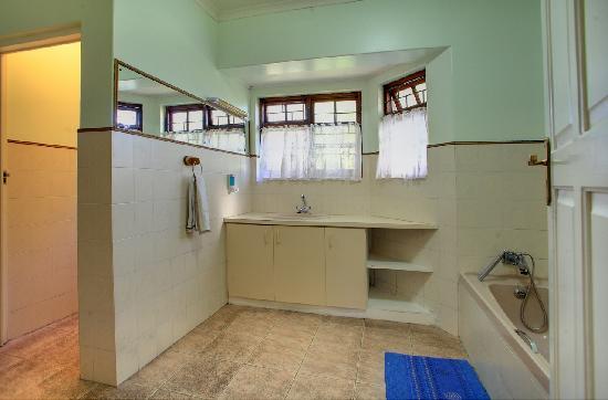 Outeniqua Travel Lodge: Bathroom