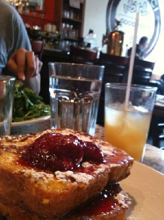 Lil' Baci: Eggbread French toast.  Yum.  Too bad drink was a two gulper.