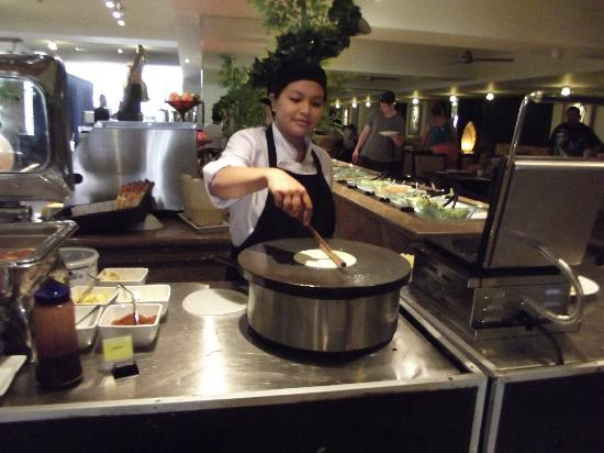 Aston Kuta Hotel & Residence: crepes to order