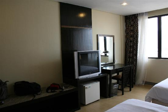 Summit Circle Cebu: TV and fridge, room on the 12th floor