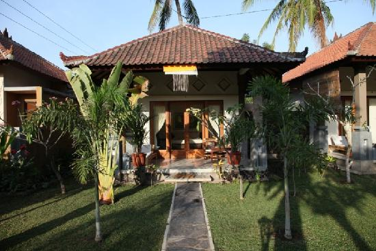 Citra Lestari Cottages: Front of Hotel