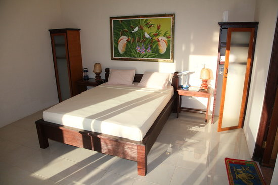 Citra Lestari Cottages: my bedroom (crappy picture...nice room)