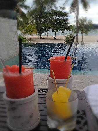 Four Seasons Resort Langkawi, Malaysia: Complimentary drinks and popsicles on our last day