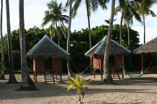 Sipaway, Philippines: The hammocks, there is one included with each room