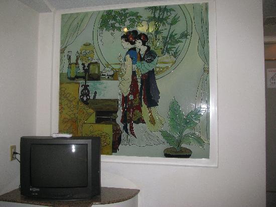Nan Pao Hotel: window between bedroom and bathroom