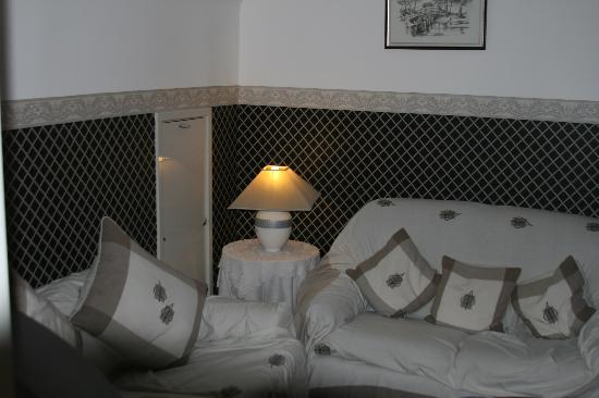 Wychwood House : Private lounge between two rooms