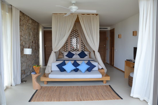 Mia Resort Nha Trang: Bedroom looking from patio and pool.