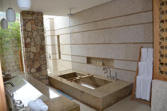 Mia Resort Nha Trang: Villa bathroom