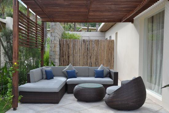 Mia Resort Nha Trang : Side lounge